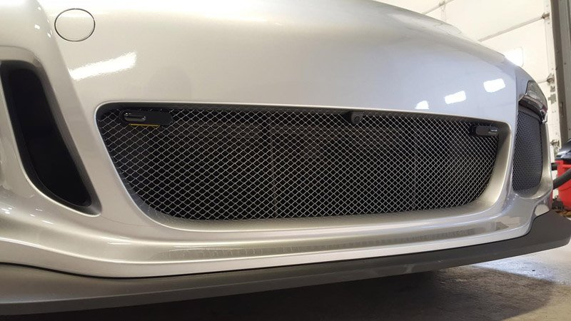 Jammer heads properly installed in a Porsche 911 grill
