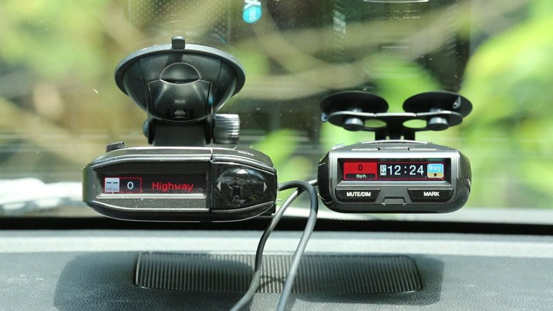 Escort Max360 vs. Uniden R3 radar detector comparison and review