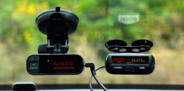 Radenso DS1 and Uniden R3 on the windshield alerting to Ka